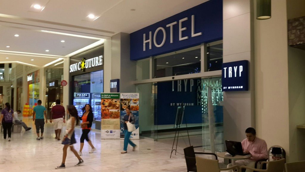 Tryp hotel at Albrook Mall: a taxi from there to SpanishPanama school for $3. Or take the Metro from Albrook Mall station and go only 5 stops down to the Metro stop Via Argentina.